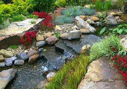 Устройство ручья на садовом участке