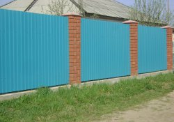 Забор из профлиста: плюсы и минусы